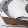 decoration en metal bateau blanc et gris